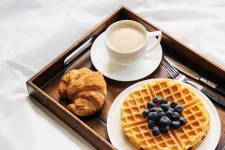 Warm Waffle Breakfast with blueberry and homemade coffee 版權商用圖片 - 54725023