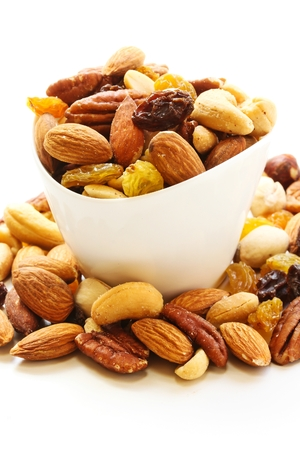 pista: Assorted mix of dry fruits and Nuts almond,cashew, peanut,raisin and walnut in white bowl Stock Photo