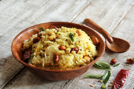 lenteja: pongal arroz lentejas comida india hecha con dal