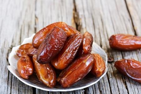 frutas secas: Fechas  frutos secos para el ayuno del ramadán, el enfoque selectivo