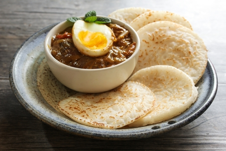 masala dosa: Appam and Egg masala  Rice pancake with egg curry - Popular South Indian  or Kerala breakfast Stock Photo