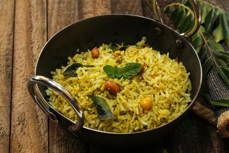 South Indian Curry leaves rice / Karuvepilai sadam served in a Kadai Banque d'images