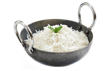 カダイ諸語をにて、インドのバスマティ米を調理