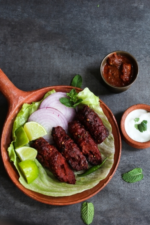 Seekh kabab - Pakistani spicy grilled ground meat skewers Banque d'images
