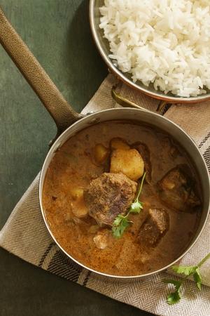 인도 양고기 양고기 카레라이스 밥과 함께 제공 스톡 콘텐츠