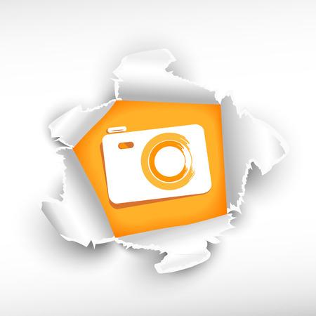 roztrhaný: Fotoaparát a průlom papíru díry se zbarvily s prostorem pro vaši zprávu.