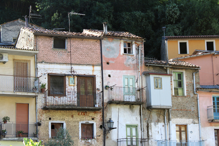 Old Houses, Medieval Little City, South Italy Imagens - 80700283