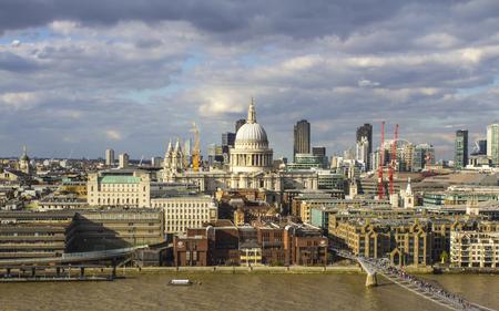 St. Paul's Cathedral and Millenium Bridge, London Zdjęcie Seryjne - 81853839