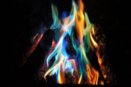 ログ火に青とオレンジ色の炎 写真素材