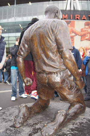 Thierry Henry Statue at Emirates Stadium