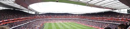 パノラマ ビューのアーセナル V のチェルシー 0-0 引くサッカーサッカー試合 2012 年 4 月 21 日、エミレーツ スタジアム、ロンドン、イングランドで