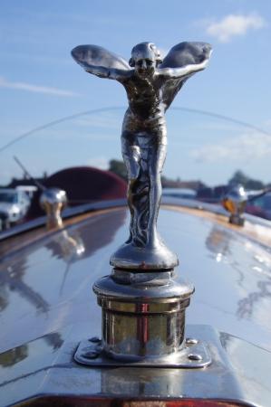 éxtasis: West Sussex, Inglaterra. Septiembre 2012: Rolls Royce capó o el Espíritu del Éxtasis campana ornamento de la dama de plata en el festival de Goodwood Revival, el 15 de septiembre de 2012; Goodwood, West Sussex, Inglaterra. Editorial