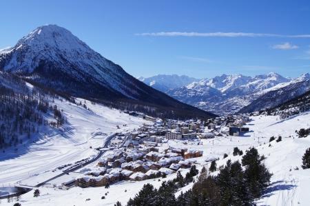 フランスのスキー リゾート Montgenevre の山の風光明媚なビュー