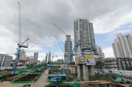 poling: BANGKOK - OCTOBER 8 : Construction site with multiple cranes at Sukhumvit road on October 8, 2012 in Bangkok, Thailand. Editorial