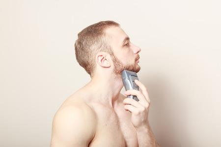 electric razor: bearded guy shave electric razor