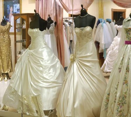 abiti di lusso in boutique delle moderne commerciale e centro business  Archivio Fotografico