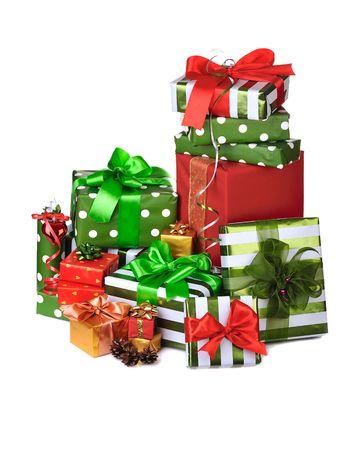 mucchio di regali di Natale decorato con fiocco in raso Archivio Fotografico