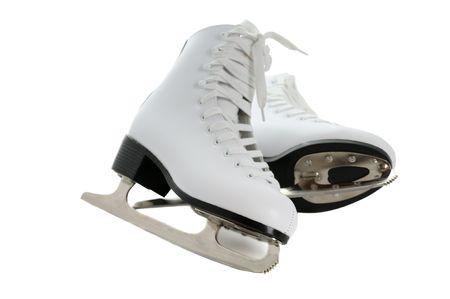 patinaje sobre hielo: patines de figura blanca aislados sobre fondo blanco