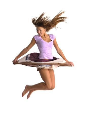 ragazza salta su sfondo bianco