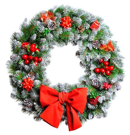 Kerst krans geïsoleerd op witte achtergrond