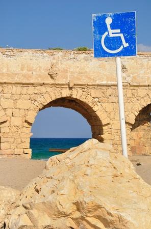 se�al parking: Se�al de aparcamiento v�lido en la costa de Caesarea, Israel