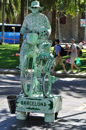 ramblas: Street actor in fairy tale style performing in La Rambla street  Barcelona  Spain