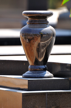 Funeral urn on the grave  Jewish cemetery  Israel  Imagens