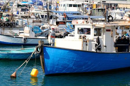 yaffo: Antiguos barcos de pesca en el puerto de Jaffa Israel