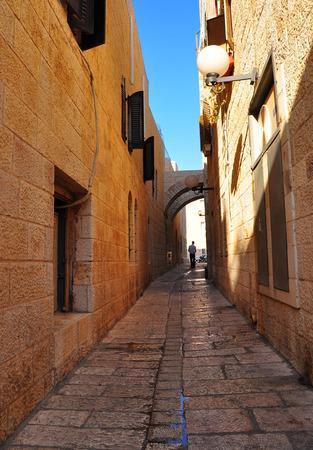 empedrado: Estrecha calle pavimentada en la ciudad vieja de Jerusal�n.