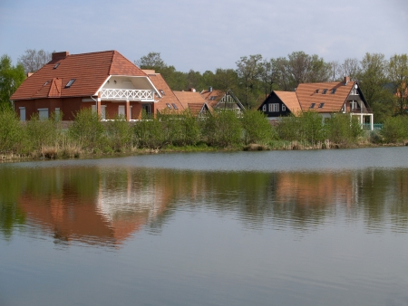 The cottage settlement on the bank of the lake