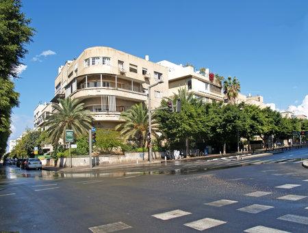 personas en la calle: Israel La calle de Tel Aviv despu�s de una lluvia Editorial