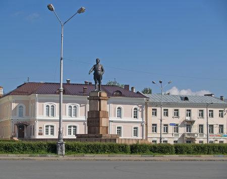kirov: Petrozavodsk  Monument to Kirov