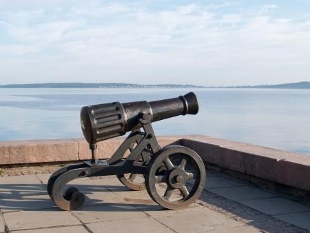 onega: Petrozavodsk. Pig-iron gun on Lake Onega Embankment