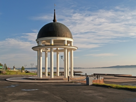 onega: Petrozavodsk  Petrovsky rotunda on Lake Onega Embankment Stock Photo