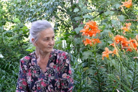 70 75 years: Portrait of the elderly woman in a garden Stock Photo
