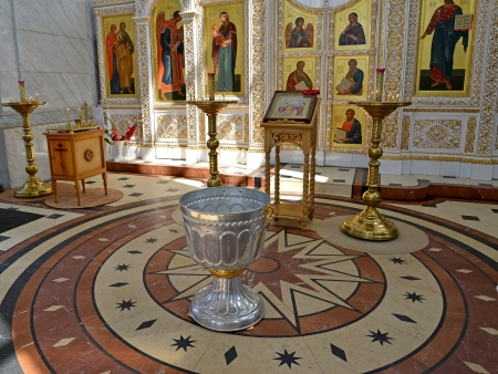iconostasis: Interior of orthodox church with a font for a baptism
