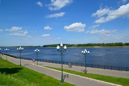 passerby: Volzhskaya Embankment in Rybinsk, the top view