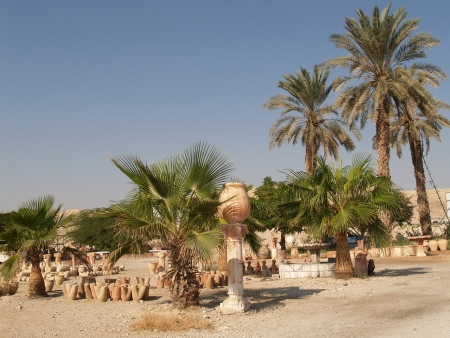 judaic: Israel  Sale of pottery in the Judaic desert Stock Photo