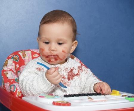 eat smeared baby: La ni�a bedaubed con alimentos
