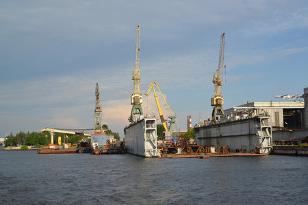 construction navale: Saint-P�tersbourg. Cale s�che de l'usine de construction navale