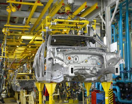 자동차 기업의 용접 공장 컨베이어에있는 자동차의 용접 바디