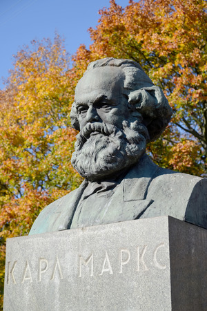 political economist: Karl Marxs bust in Kaliningrad