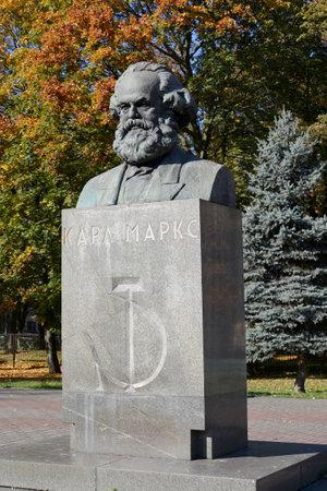 karl: Karl Marxs bust in Kaliningrad