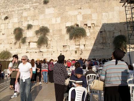 serf: P�lerins sur une demi-femme au Mur des Lamentations � J�rusalem, Isra�l