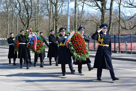assign: KALININGRAD, RUSSIA - APRIL 09, 2015: Wreath-laying by group of the military personnel in honor of the 70 anniversary of storm of Konigsberg