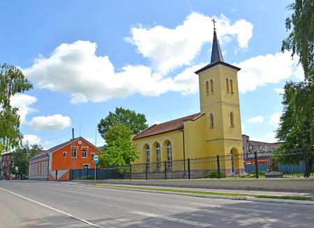 gusev: Vista della chiesa Mendeleev Street e Salisburgo luterana luterana. Citt� Gusev, regione di Kaliningrad