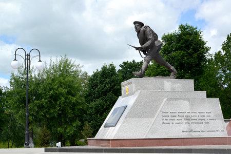 """gusev: Monumento """"attacco a baionetta"""" in Gusev, regione di Kaliningrad"""
