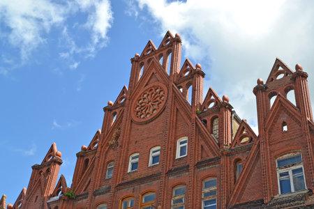 gusev: Frammento della costruzione della ex banca nazionale (1910-1911) in citt� Gusev, la regione di Kaliningrad
