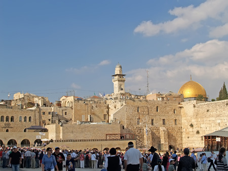 jewish home: JERUSALEM, ISRAEL - OCTOBER 09, 2012: Crowds of pilgrims and tourists on the square in front of the Wailing Wall Editorial