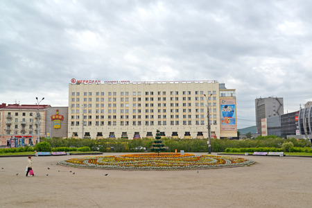 poorly: MURMANSK, RUSSIA - JULY 17, 2015: The view of Meridian congress hotel and the area is Five Corners Editorial